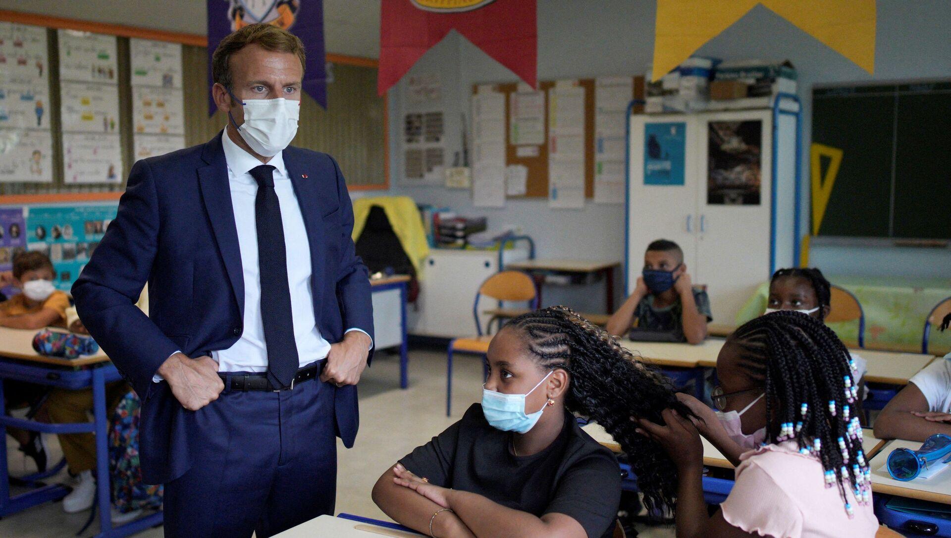 Emmanuel Macron dans une école à Marseille, le 2 septembre 2021 - Sputnik France, 1920, 02.09.2021