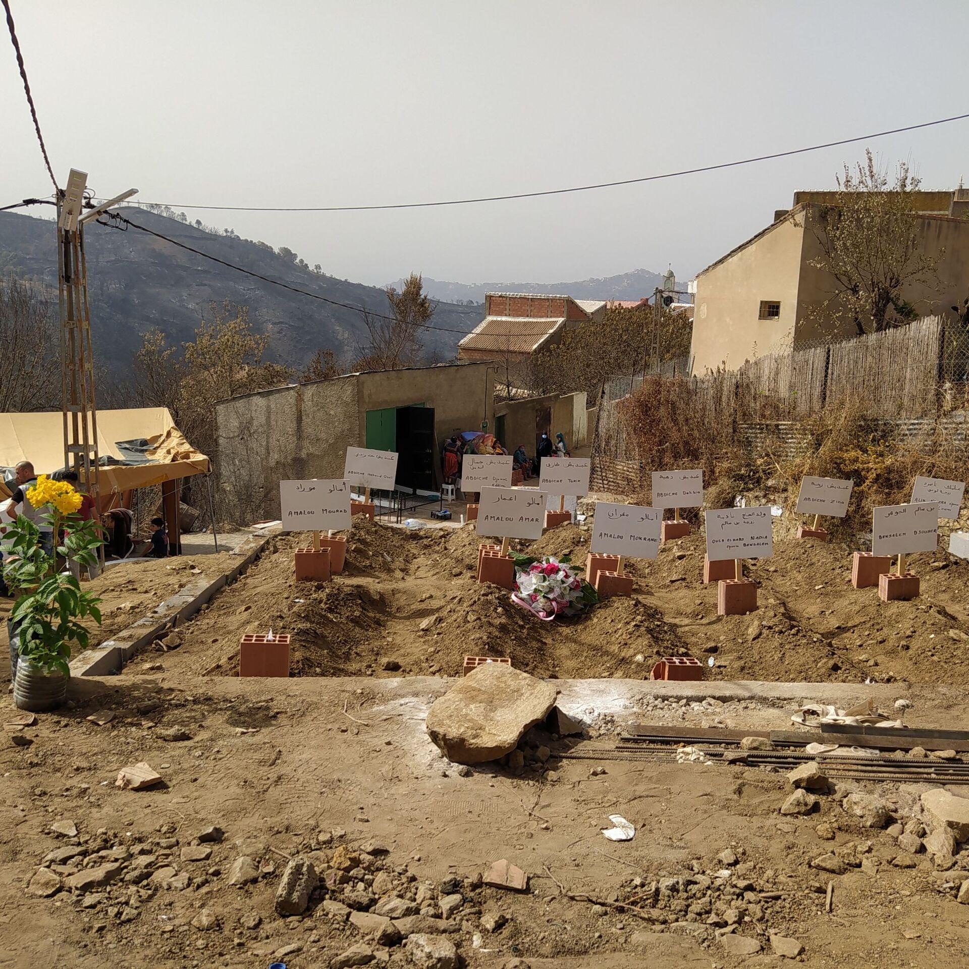 Cimetière d'Agoulmime Ikhelidjen, village qui a payé un lourd tribut lors des incendies - Sputnik France, 1920, 21.09.2021