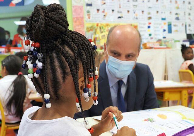 Jean-Michel Blanquer à une école à Chateauroux