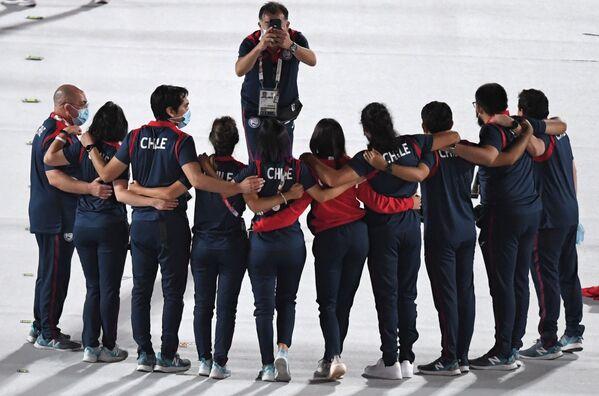 Des athlètes de l'équipe nationale chilienne au Stade national de Tokyo avant le début de la cérémonie de clôture des XVIes Jeux paralympiques d'été.  - Sputnik France