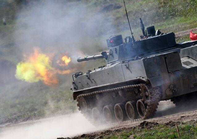 Le véhicule blindé d'infanterie aéroporté BMD-4M lors de la répétition générale du défilé des matériels militaires sur le polygone Alabino dans la région de Moscou