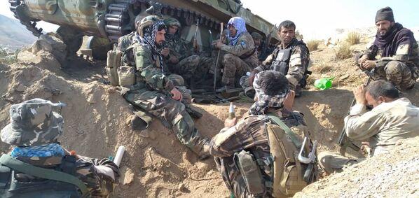 Après de violents combats, les talibans* ont investi Bazarak, capitale de la province du Panchir, ainsi qu'un certain nombre de territoires dans les districts de Paryan et Shotul. Les islamistes ont déclaré que la province du Panchir se trouvait sous leur contrôle et que les leaders de la résistance, Ahmad Massoud et Amrullah Saleh, avaient fui le pays. Sur la photo: combattants du Front national de résistance dans la vallée du Panchir. - Sputnik France