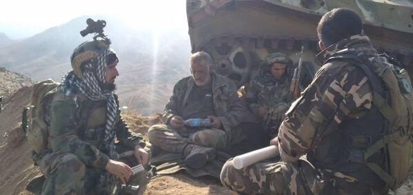 Les forces de résistance accusent les autorités pakistanaises de soutenir les talibans*. Elles affirment notamment que des drones et hélicoptères d'attaque de l'armée de l'air pakistanaise opèrent dans le ciel afghan. Selon le Front national de résistance, la direction des unités talibanes est assurée par le chef de la Direction pour le renseignement inter-service (Inter-Services Intelligence, ISI) du Pakistan, qui se trouve à Kaboul. - Sputnik France