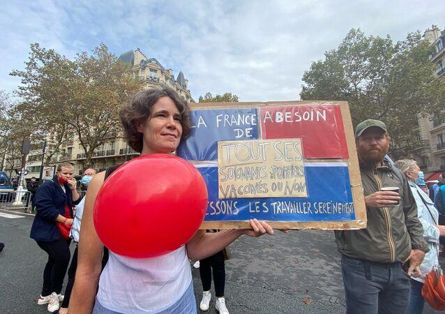Manifestation de soignants contre obligation vaccinale à Paris, le 14 septembre