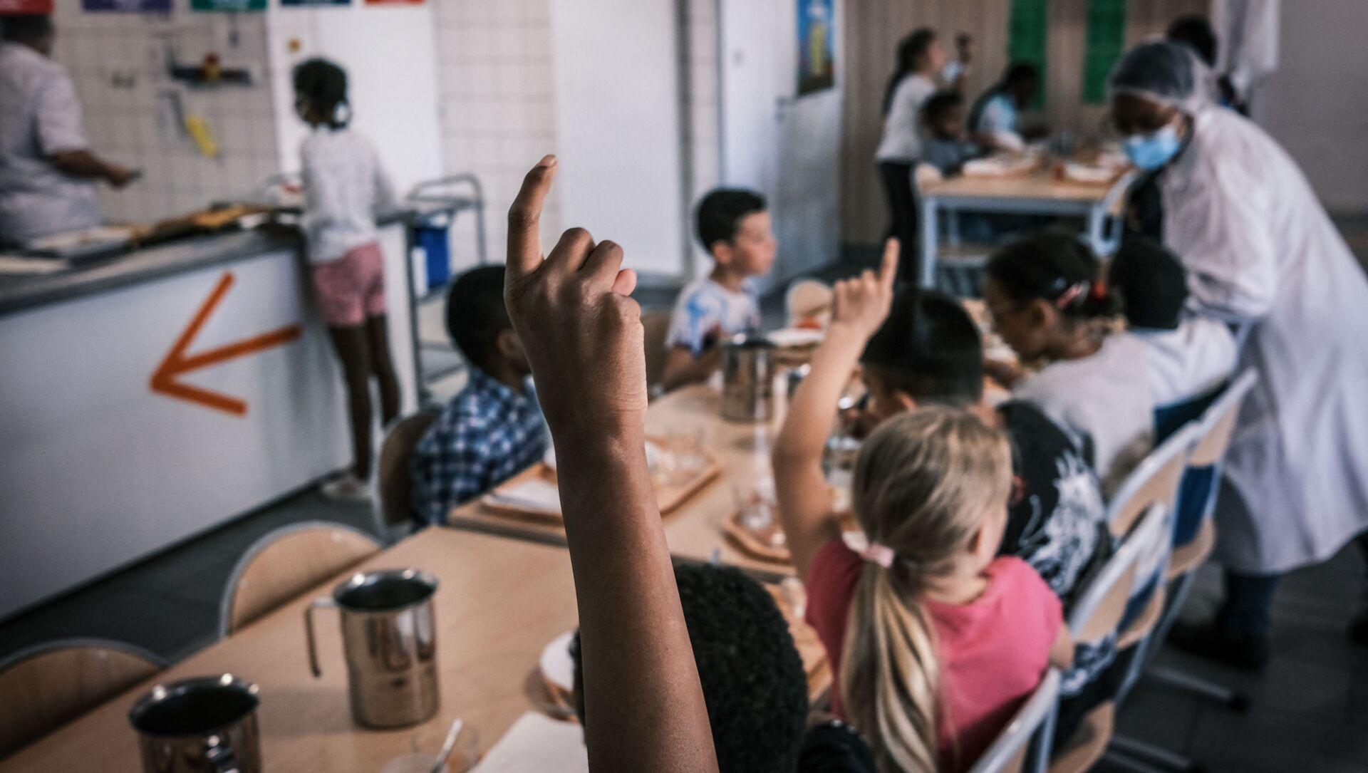 Une cantine scolaire en France - Sputnik France, 1920, 15.09.2021