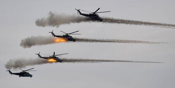 Hélicoptères d'attaque Mi-24 lors des exercices Zapad 2021 sur le terrain d'entraînement Moulino, dans la région de Nijni Novgorod. - Sputnik France