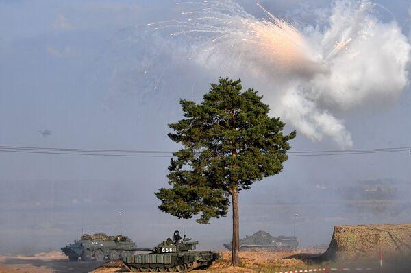 L'un des objectifs des exercices stratégiques conjoints Zapad 2021 était de développer de nouvelles tactiques et de tester des équipements prometteurs dans des conditions aussi proches que possible du combat réel. - Sputnik France