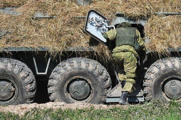 Les actions opérationnelles des troupes ont commencé le 10 septembre et se sont déroulées sur neuf terrains d'entraînement en Russie, en mer Baltique, ainsi que sur cinq terrains d'entraînement en Biélorussie. Sur la photo: militaire lors des exercices Zapad 2021 sur le terrain d'entraînement Pravdinski, dans la région de Kaliningrad. - Sputnik France