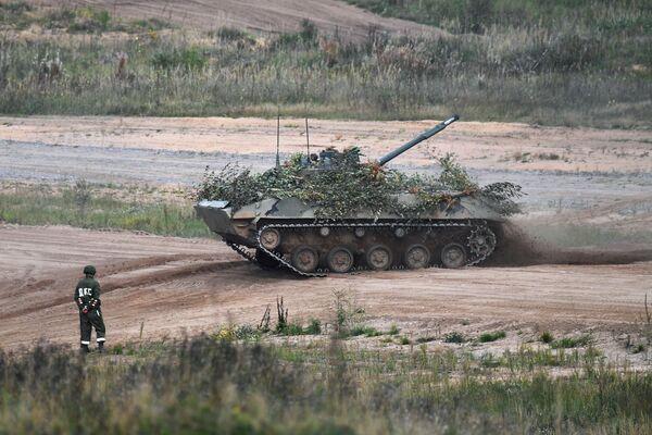 Les exercices stratégiques conjoints entre la Russie et la Biélorussie sont organisés tous les deux ans, conformément à la décision prise par leurs chefs d'État respectifs. Sur la photo: véhicule blindé de combat d'infanterie aéroporté BMD-4 lors des exercices Zapad 2021 sur le terrain d'entraînement de Strougui Krasnyé, dans la région de Pskov.  - Sputnik France