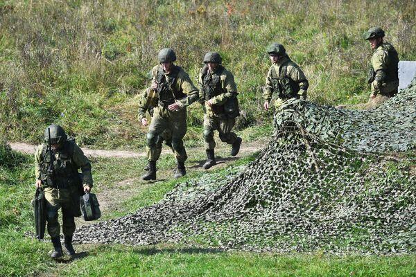 Les exercices se sont déroulés près des frontières de l'Union européenne, ce qui a préoccupé plusieurs pays, dont l'Ukraine et la Pologne. Sur la photo: militaires lors des exercices Zapad 2021 sur le terrain d'entraînement Pravdinski, dans la région de Kaliningrad. - Sputnik France