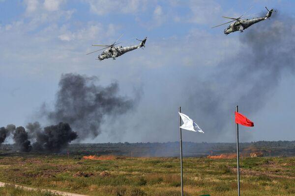 Hélicoptères Mi-24 lors des exercices Zapad 2021 sur le terrain d'entraînement Pravdinski, dans la région de Kaliningrad - Sputnik France