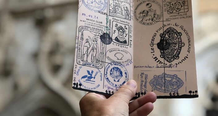 Une credencial ou carnet du pèlerin pour faire le pèlerinage de Saint-Jacques de Compostelle