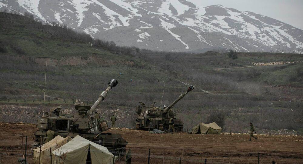 Soldats israéliens sur la frontière entre Israël et la Syrie dans le Golan