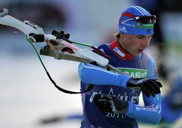 Le biathlète russe Maksim Burtasov