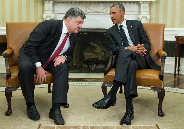 President Barack Obama, right, meets with Ukrainian President Petro Poroshenko in the Oval Office of the White House, on Thursday, Sept. 18, 2014