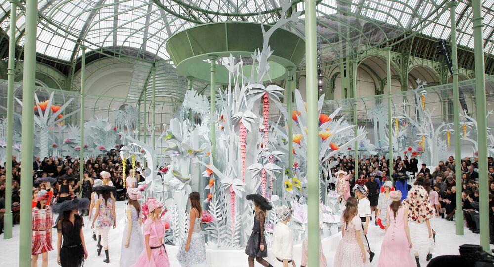 Défilé de haute couture de la maison Chanel à Paris