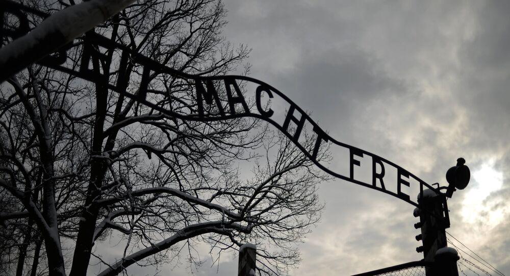 Le signe Arbeit macht frei (Le travail vous rend libre) à l'entrée principale de l'ancien camp nazi de concentration d'Auschwitz à Oswiecim Janvier 19, 2015