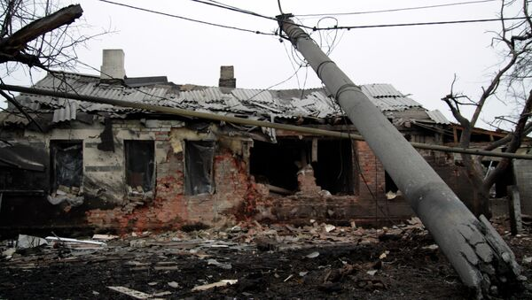 A house destroyed following shelling between Ukrainian army and pro-Russian separatists, on January 28, 2015 in the eastern Ukrainian city of Donetsk - Sputnik France