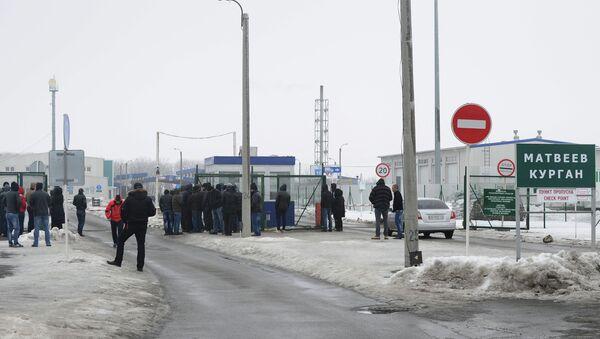 Un point de contrôle à la frontière entre la Russie et l'Ukraine - Sputnik France