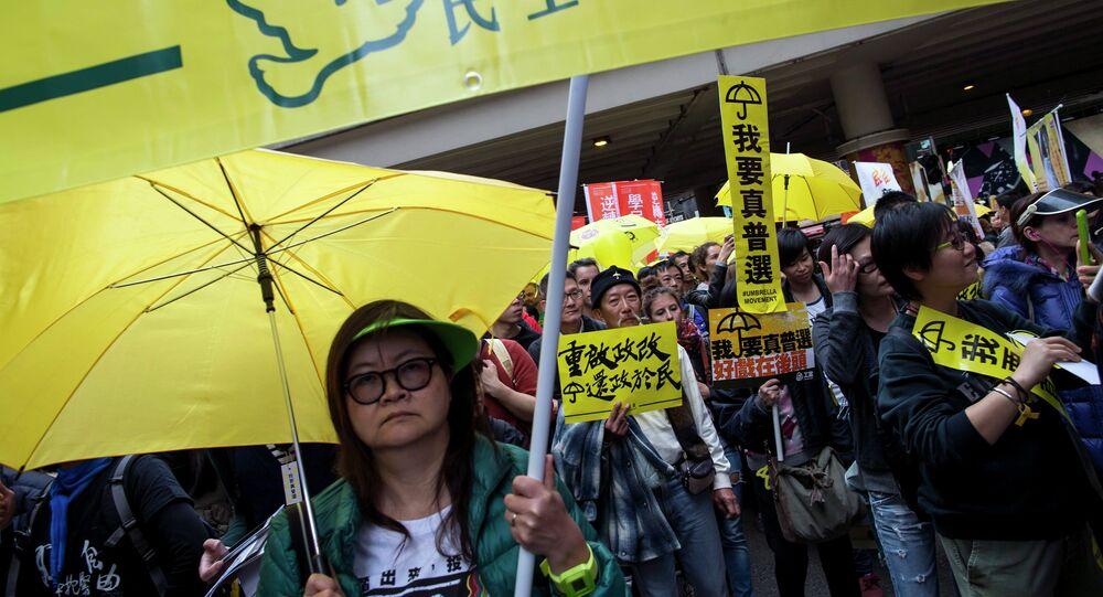 Plusieurs milliers de militants pro-démocratie sont redescendus dimanche dans les rues de Hong Kong