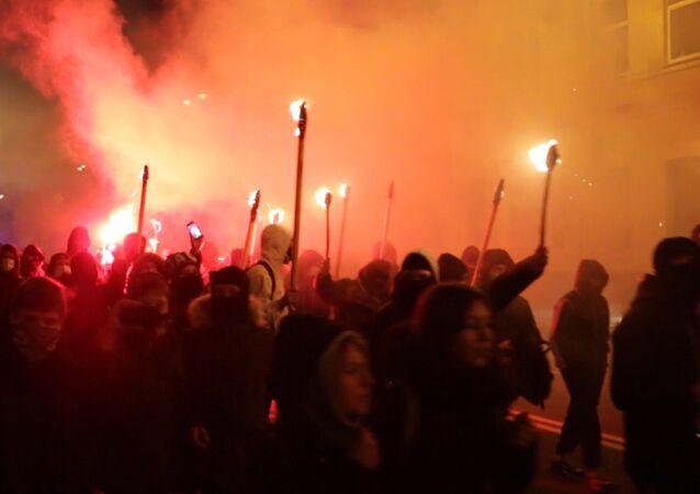 Kiev: retraite aux flambeaux nationaliste