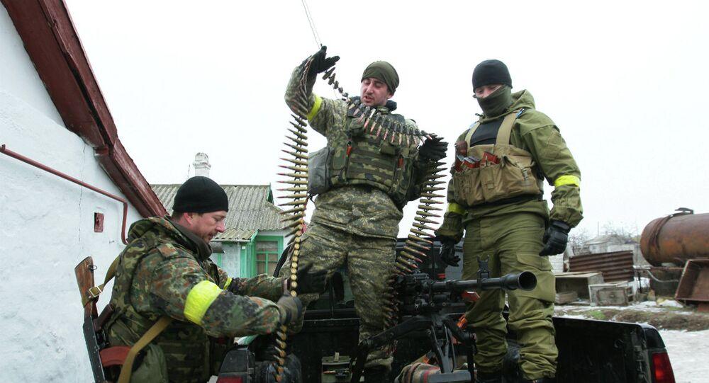 Militaires ukrainiens en position aux abords de Marioupol