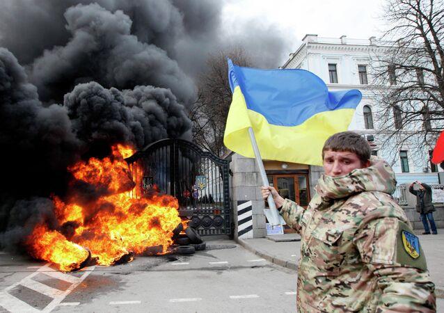 Ukraine: des soldats en colère assiègent le ministère de la Défense