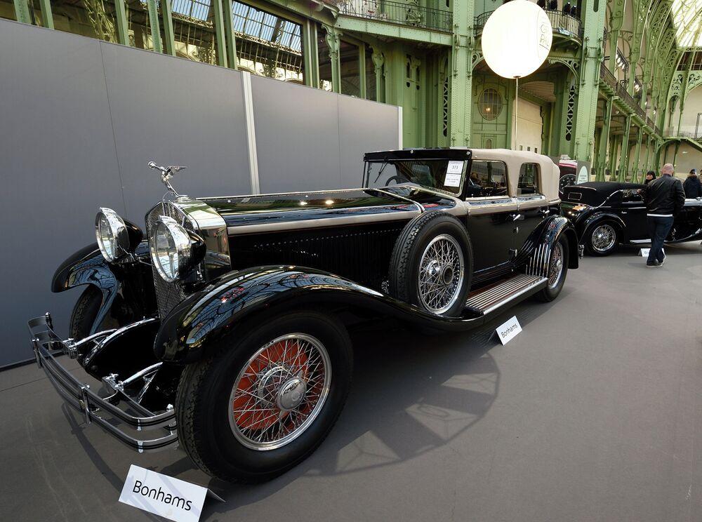 Des voitures rares mises aux enchères à Paris