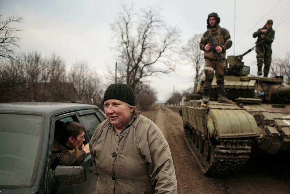 Les riverains d'Ouglegorsk rentrent chez eux après le départ de l'armée ukrainienne