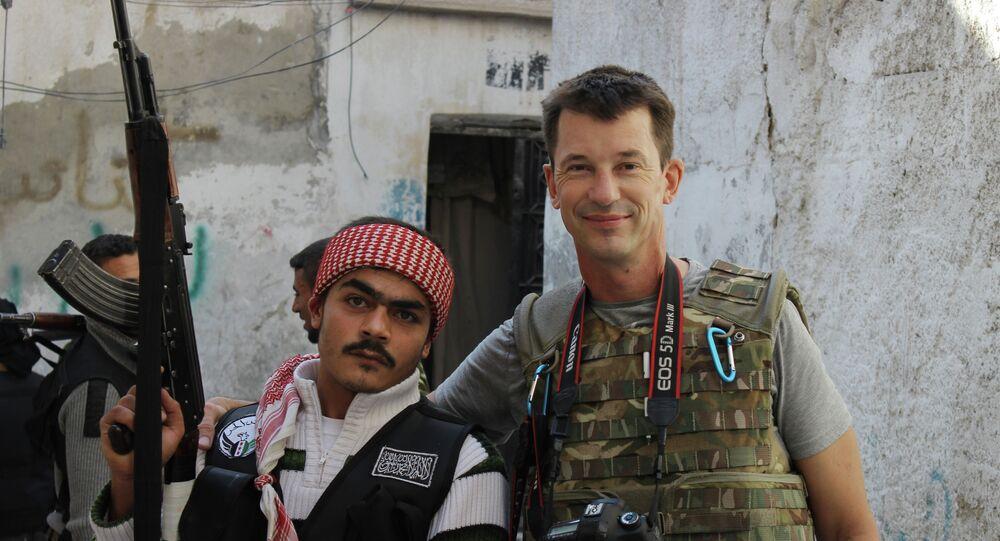 John Cantlie et un rebelle militaire syrien libre dans Aleppo, la Syrie, nov. 11, 2012