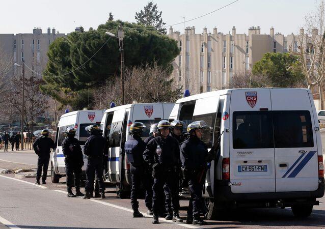 Un CRS en molestant un journaliste: «C'est à cause de vous que la France part en c***lles» (image d'illustration)