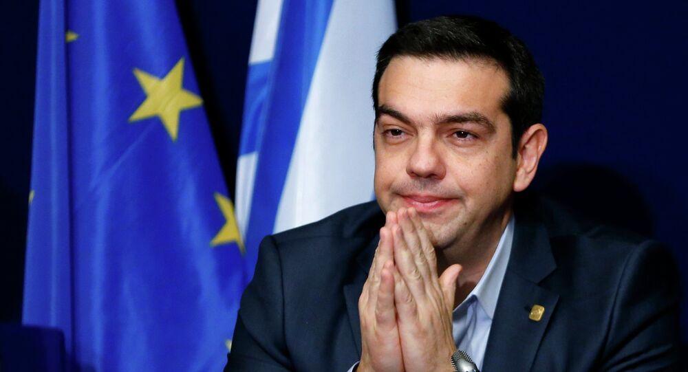 Le Premier ministre grec Alexis Tsipras donne une conférence de presse le 12 février 2015 à Bruxelles