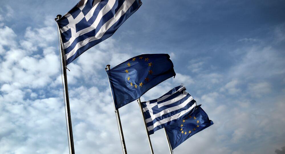 Les drapeaux grecs et européens