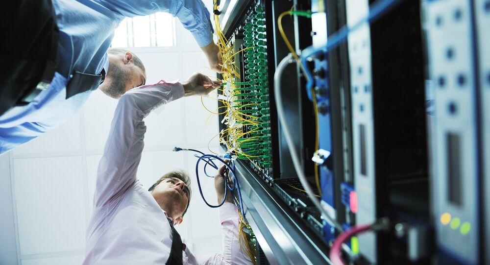 Les ingénieurs dans la pièce de serveur