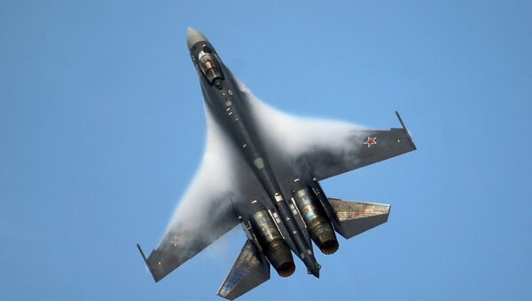 A Sukhoi SU-35 jetfigther performs its demonstration flight during the 50th Paris Air Show at Le Bourget airport, north of Paris, Thursday, June 20, 2013 - Sputnik France