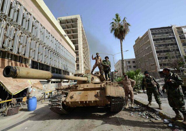 Un char dans une rue de Benghazi, en Libye (Archives)