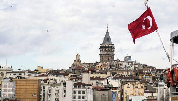 Флаг Турции на фоне Стамбула - Sputnik France