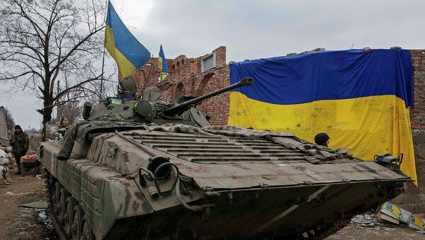 An armoured personnel carrier of the Ukrainian armed forces is seen near Debaltseve, eastern Ukraine, February 20, 2015 - Sputnik France
