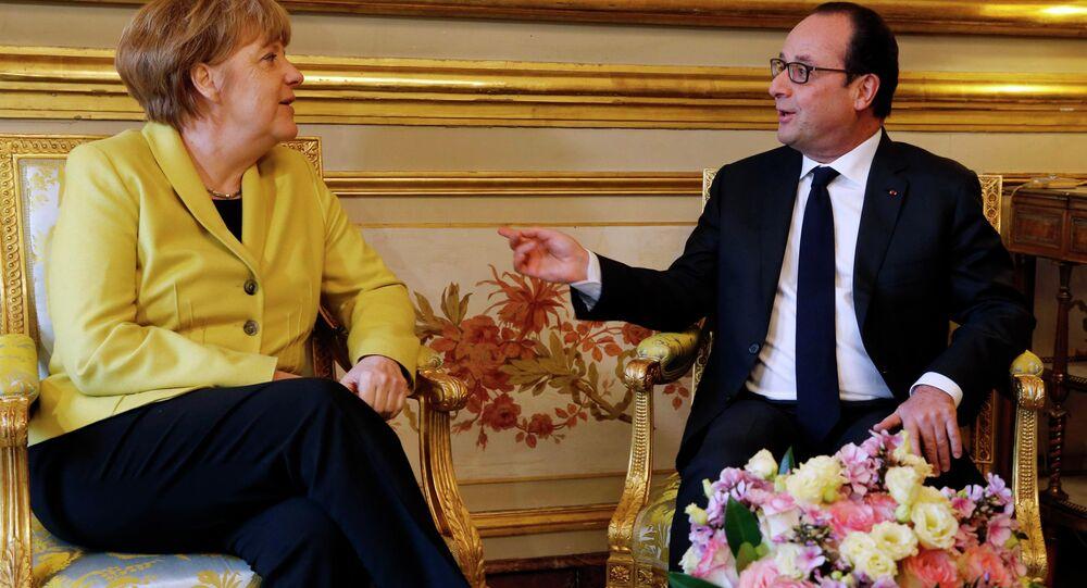 Le président français François Hollande  et la chancelière allemande Angela Merkel lors d'une rencontre à Paris