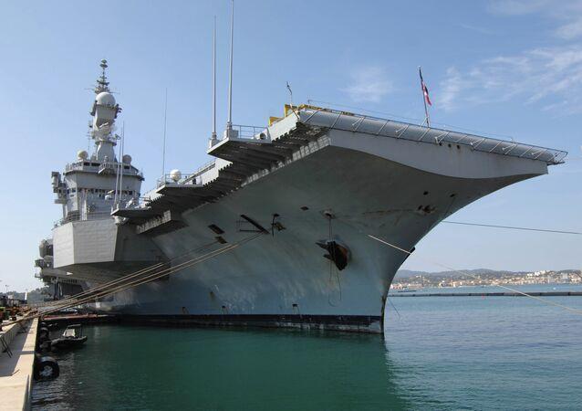 Le porte-avions français Charles de Gaulle
