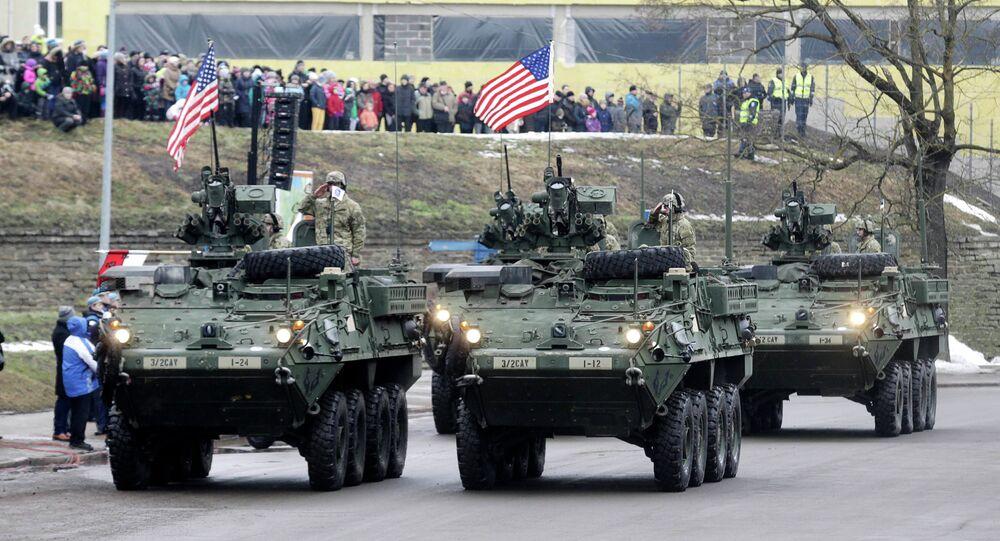 Des militaires américains participent à un défilé militaire mardi à Narva