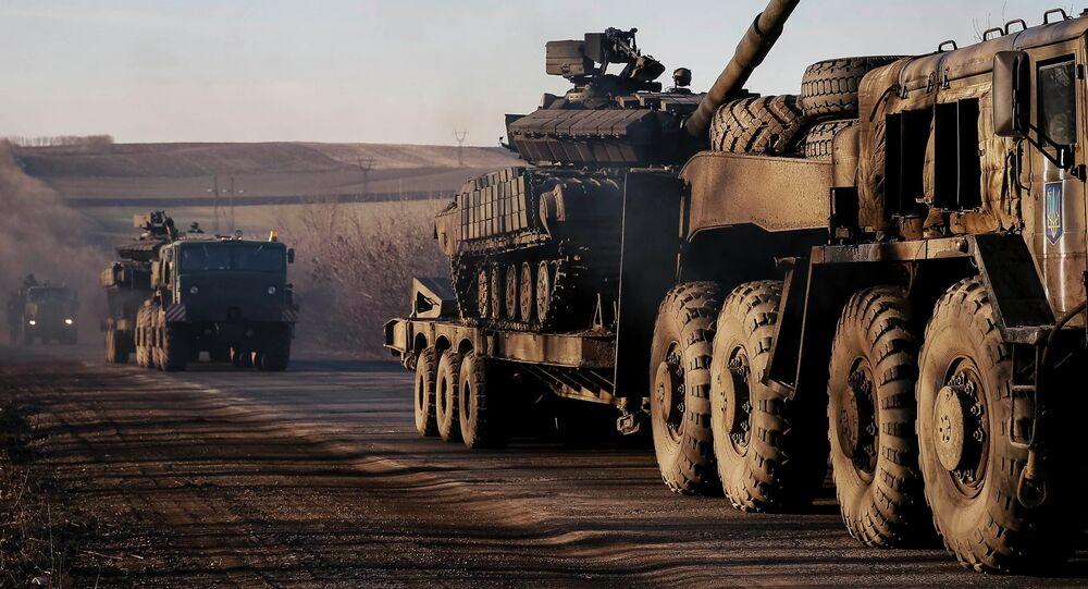 Des camions ukrainiens près d'Artemovsk le 24 février 2015