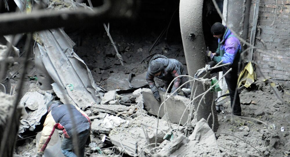 Recherches dans les décombres de l'aéroport de Donetsk