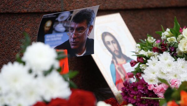 A photo, an icon and flowers are placed at the site where Boris Nemtsov was shot dead, near the Kremlin in central Moscow, February 28, 2015. - Sputnik France