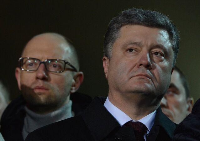 Arseni Iatseniouk (à gauche) et Piotr Porochenko