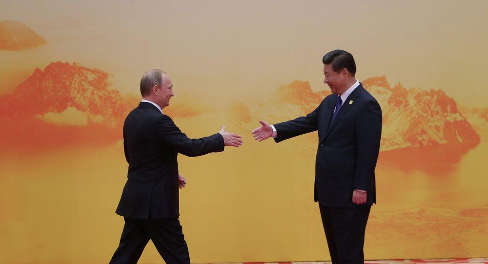 Vladimir Poutine (à gauche) et Xi Jinping