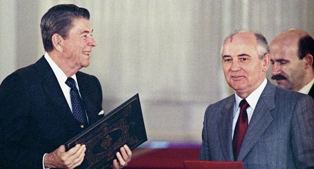 Cérémonie de signature du Traité FNI  à Washington (8 décembre 1987)