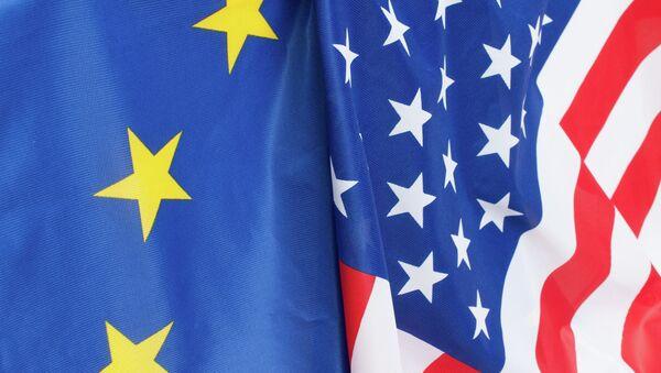 Banderas de la UE y de EEUU - Sputnik France