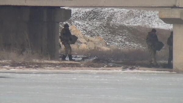 Des militaires ukrainiens minent un pont à la frontière avec la Russie? - Sputnik France