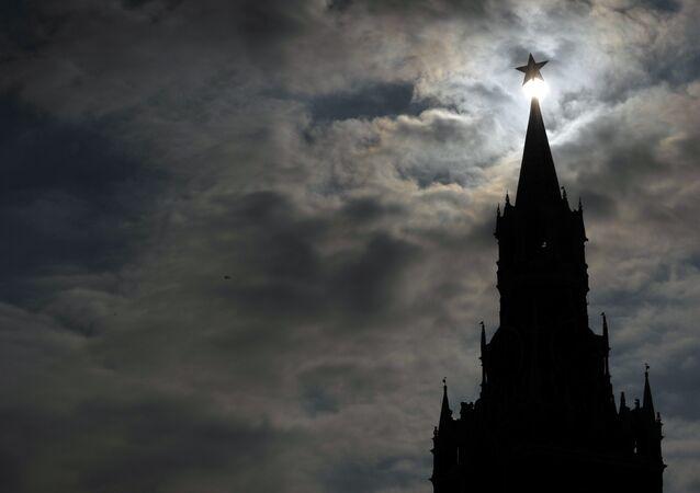 Le Kremlin de Moscou dans le noir